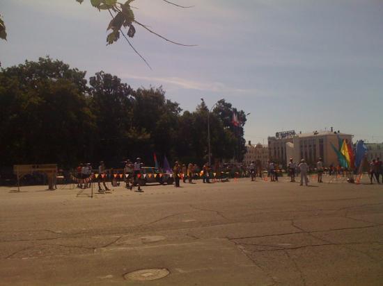 На площади утроили несколько разных площадок для соревнования