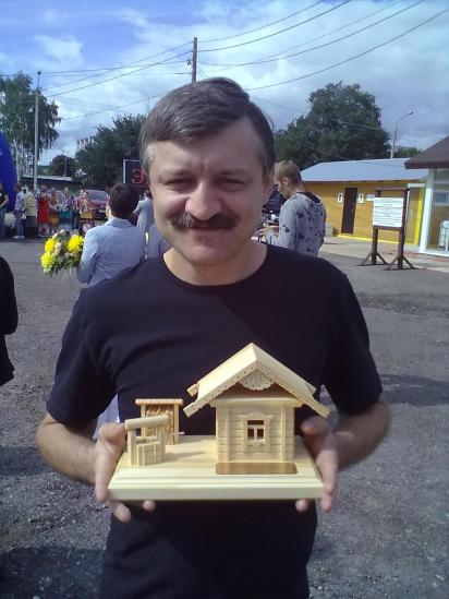 """Подарок получил директор холдинга """"Премьер"""" Роман Романенко"""