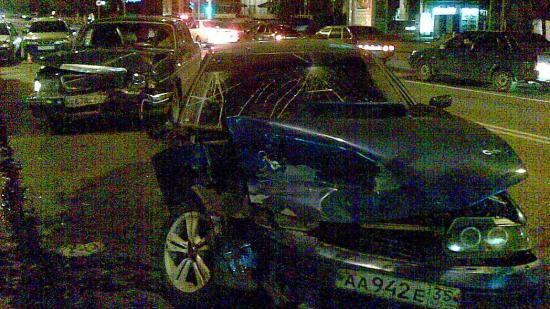 Автомобиль ВАЗ получил значительные повреждения, пострадала передняя часть машины