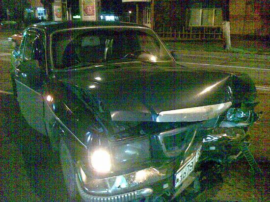 Автомобиль Волга получил примерно такие же по характеру повреждения