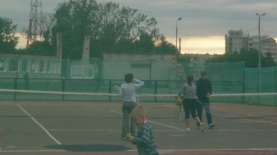 Конечно, все это теннисное удовольствие не бесплатно. Но оно того стоит :)