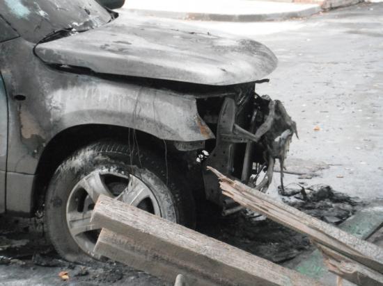 А этой машине досталось от огня