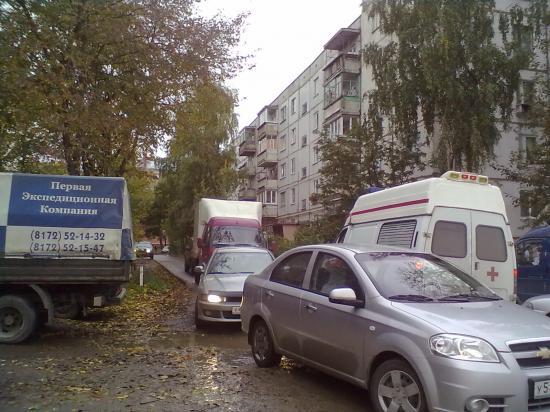 Это мой обычный утренний маршрут и в это время суток «дворовые дороги» и так загружены.