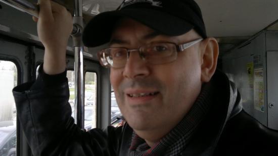 Евгений очень редко ездит в общественном транспорте. Иммунитет очень ослаблен. Но в маске Женя не ходит, потому что в Питере человека, даже в медицинской маске, очень часто останавливают полицейские и проверяют документы. А процедура эта очень неприятная.