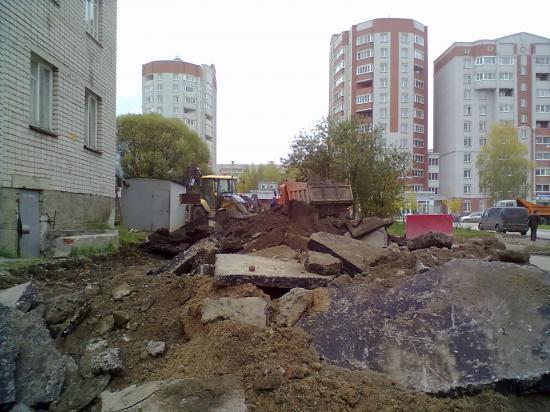 Дворы на Новгородской ремонтируют