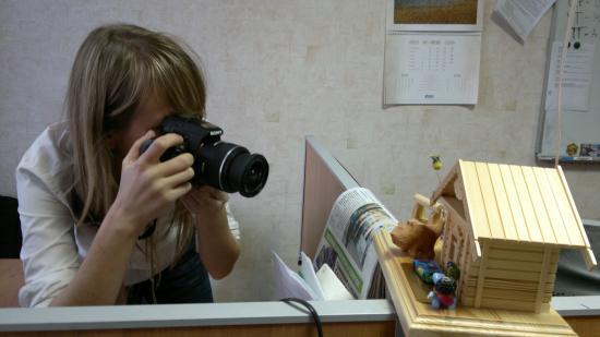 Ну это журналистская привычка... как же не запечатлеть все на фото?!