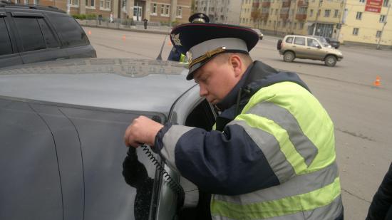 У этого автомобиля прибор показал светопропускание всего 12 процентов. и это ЛОБОВОЕ стекло!