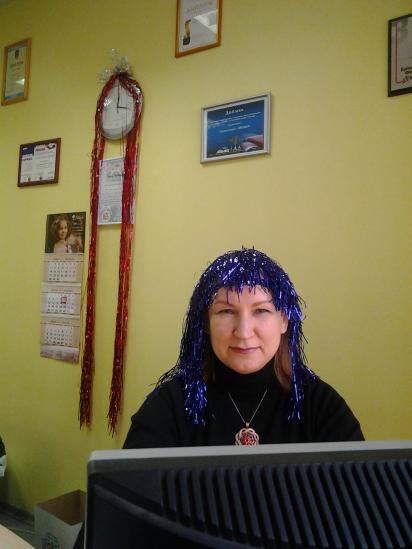 Наш офис-менеджер Ирина, познакомьтесь. Благодаря этой девушке все рекламные ролики в эфире радио