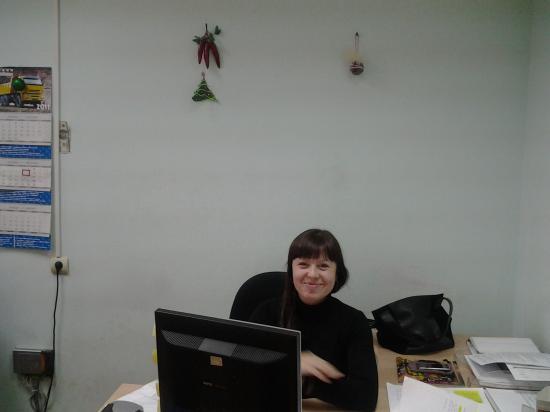 А это менеджер по рекламе Вера. Она здорово поет! Сами убедитесь, когда увидите видео.