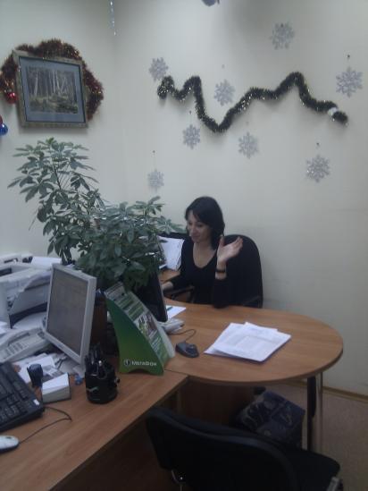 Татьяна - наш менеджер по работе с клиентами всем передает новогодний привет!