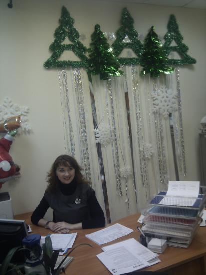 Спортсменка, комсомолка и просто красивая девушка Светлана, под водопадом новогодней мишуры!