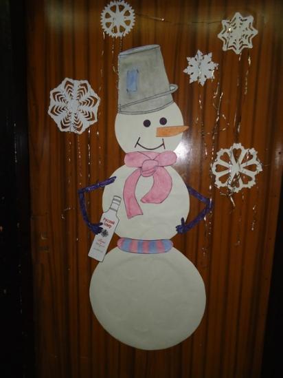 этот снеговик встречает каждого кто приходит к нам в лабораторию))