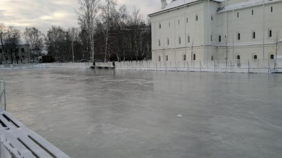 Каток на Кремлевской площади - хорошая идея