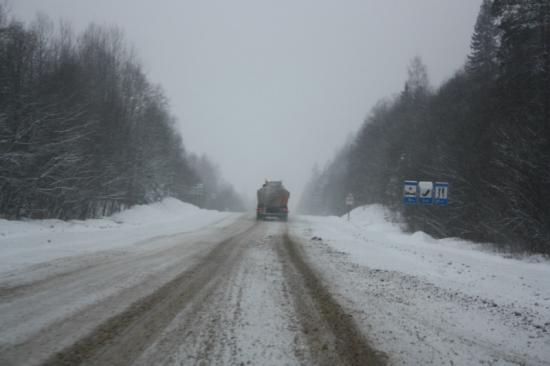 А 15 километров от поворота до Кириллова я лично ехал не больше 60 км/ч. Совсем все плохо тут. Будьте очень осторожны!