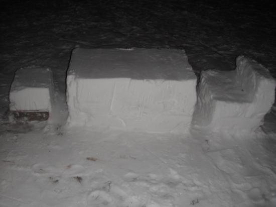 снежная гостиная готова для приёма гостей.