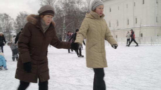 Опробовали новый каток на Кремлевской (ВИДЕО)