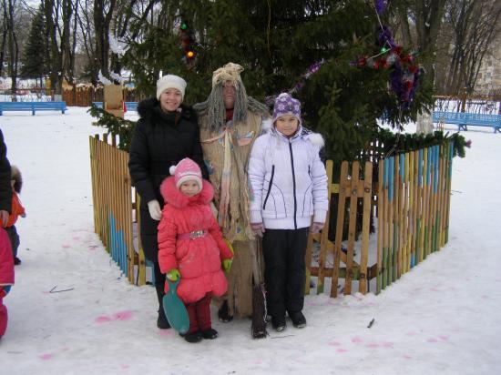 в парке Ветеранов с доброй Бабой Ягой