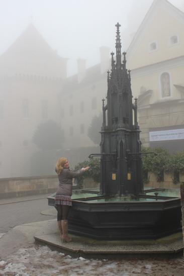 у замка. Там был очень густой туман, самого замка было практически не видно