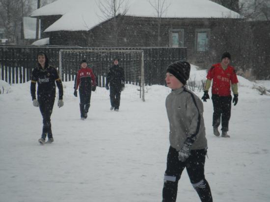 футбольное поле в селе Кубенское находиться в самом центре села.