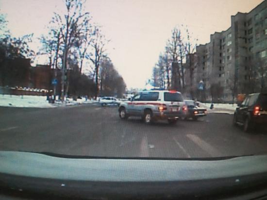 Столкновение 3-х машин на перекрестке Чехова-Челюскинцев