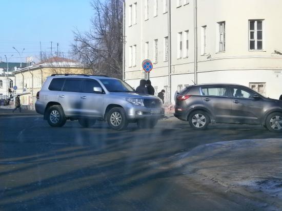 Джип Шулепова попал в аварию в центре Вологды