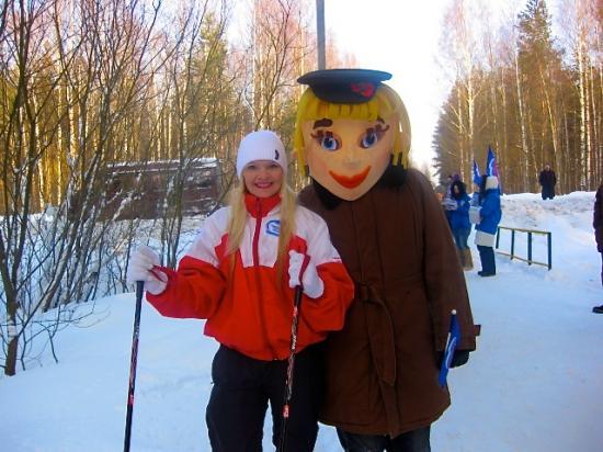 Ростовые куклы на лыжне здоровья.