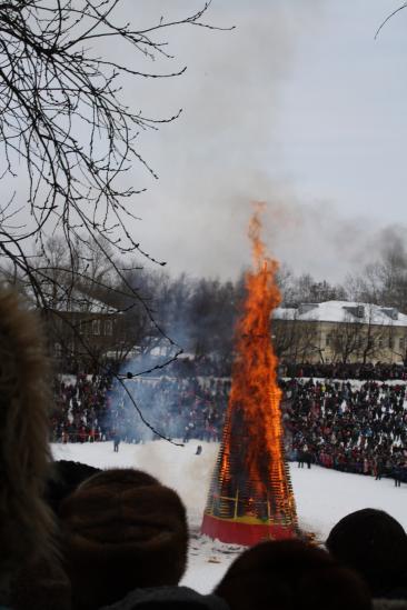 Чучело сожгли, дети были в восторге:) Добираться домой пришлось также через огромную пробку.