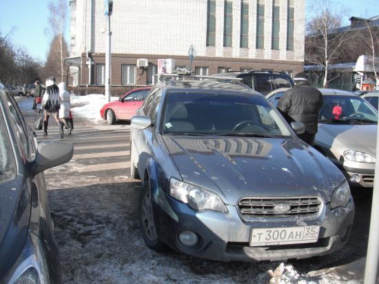 Вот так удачно припарковался на улице Батюшкова.