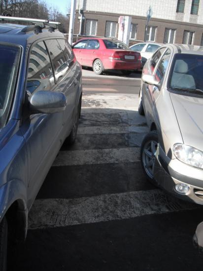 Всё сделано правильно, про пешеходов не забыли.