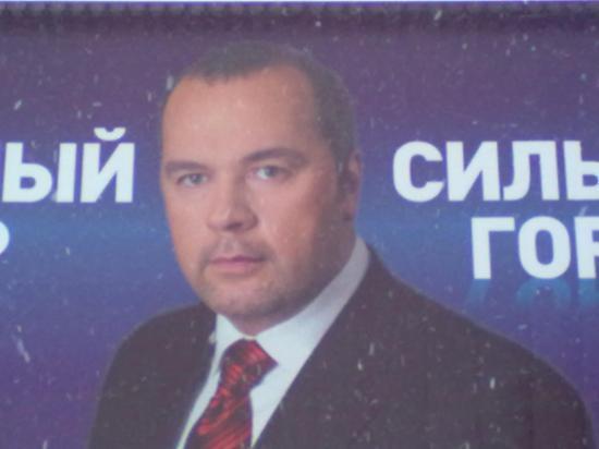 Команда кандидата Ильи Осипова предлагала избирателям сильного мэра для сильного города. Ребята - это сильно! В качестве поддтверждения силы и мачизма использовали такой выразительный прием, как