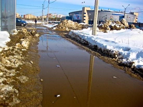 Череповец, улица Городецкая в сторону Ледового дворца, рядом с автосалоном КМ/Ч. 17 марта 2012