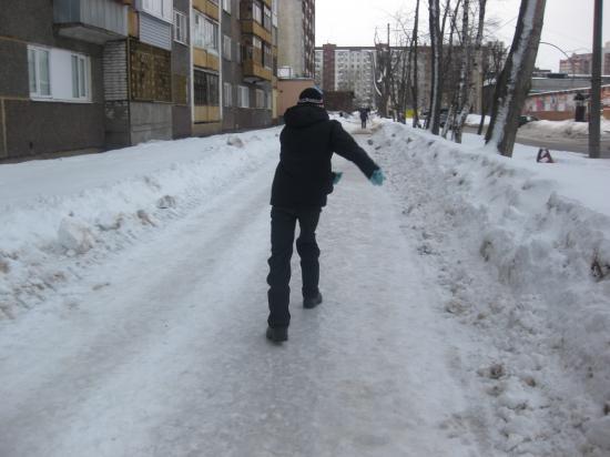 Ледовые катания по тротуарам, ул Тимохина г Череповец 23 марта