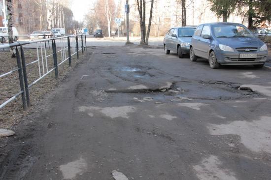 Вологодская колдобина: ужасная дорога во дворе на улице Воровского