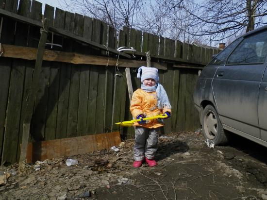 Отважная девочка Ира В подъезде соседнем живет