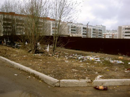 23 апреля, территория напротив дома Городецкая 26
