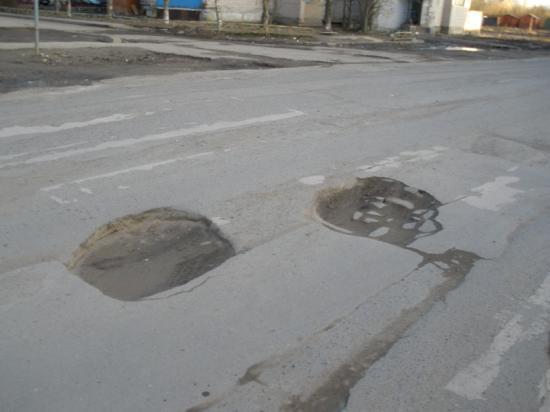 Колдобины прямо на пешеходном переходе между домами на Кубинской,2 и Луначарского,12