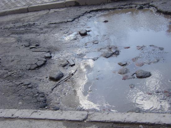 Вологодская колдобина: асфальт во дворе Некрасова, 70б