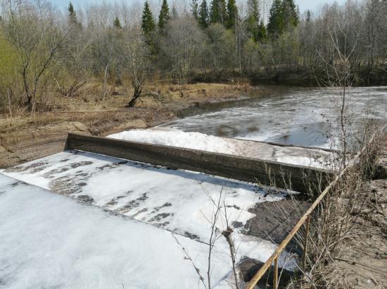 Сброс с очистных Сокольского ЦБК в реку Пельшма около г.Кадникова.