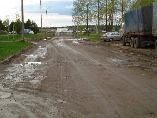 Строительство жилья для ветеранов не повлияло на ремонт улицы. Отремонтировали лишь 200 м дороги перед самым въездом на территорию дома Ветеранов.