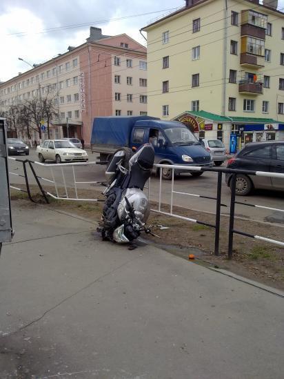 Мотоциклиста сбил водитель легковушки на улице Мира