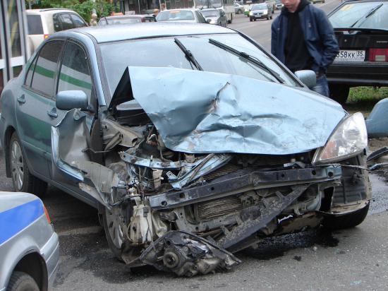 Автомобиль одного из участников аварии на улице Мира