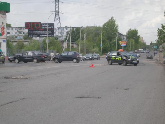 На улице Ярославской столкнулись сразу четыре автомобиля