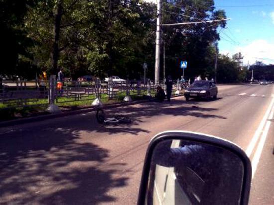 Велосипедиста сбили напротив Белого дома