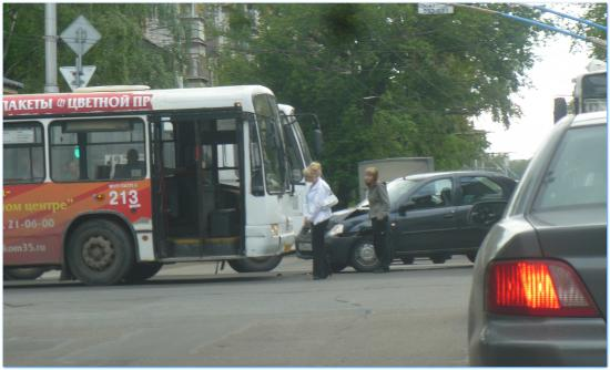 столкновение Логана и автобуса