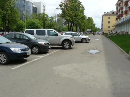 Ну а это напоследок: тут вроде остановка была, а нужна была парковка для туристических автобусов. Уж не знаю, где тут теперь автобус поместится...