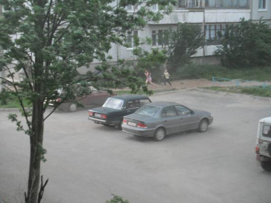 кто был на улице постарались скорее добраться до дома