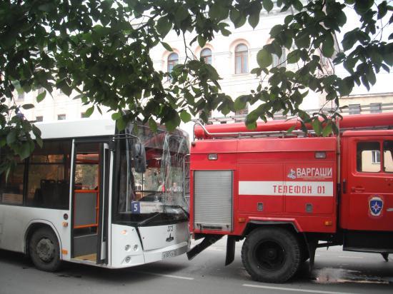 да, автобус уж очень близко подьехал