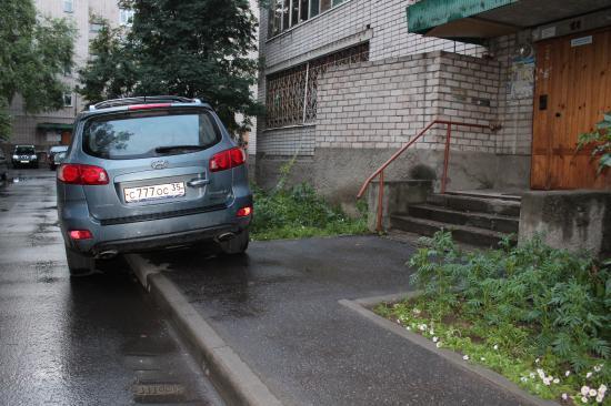 Я встал, а отсутствие тротуара - проблема пешеходов.