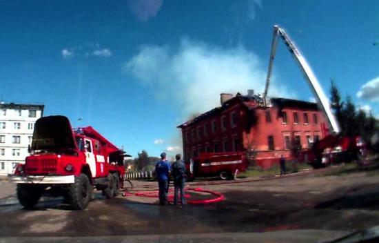 Пожар на улице Лаврова произошел во время празднования Дня города