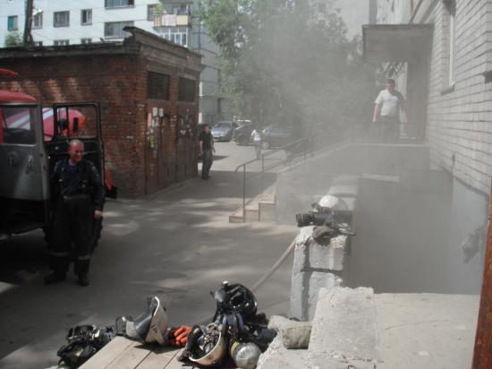 Задымление в подвале дома по проспекту Победы было достаточно сильным, но возгорание устранили быстро